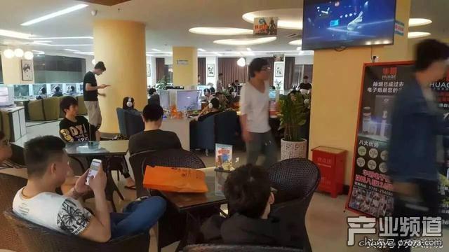 LOL高手深圳网吧生存记:年仅19岁月入六千每天有免费饮料