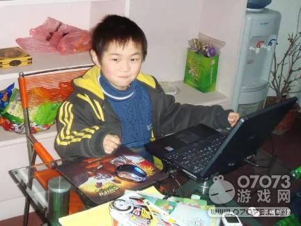 刚成年已有10年网龄 这个主播打游戏打到国服第一