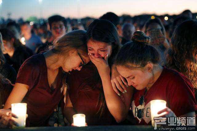2月14日,美国佛罗里达州一高中再发恐怖枪击案,造成17人死亡,数十人受伤。
