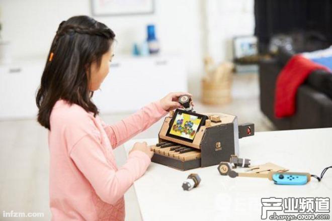 无论是用硬纸板进行DIY拼装还是用外设进行游戏体验,都让孩子们获得了不少乐趣