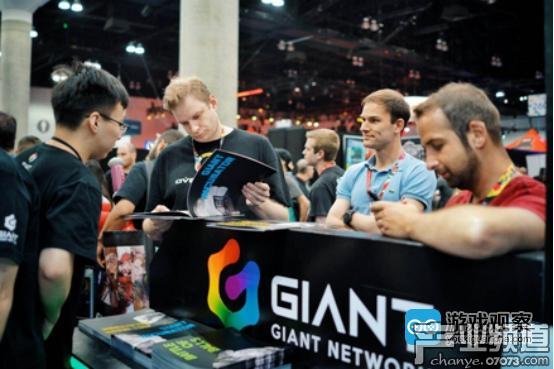 E3现场前来巨人展台进行沟通的合作伙伴