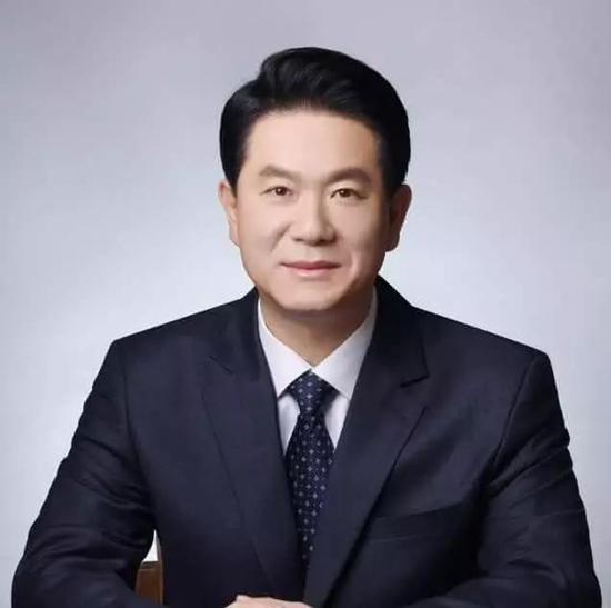 李东燮议员,他在文创产业相当活跃,2016年曾指责中国游戏开发者大量抄袭韩国游戏