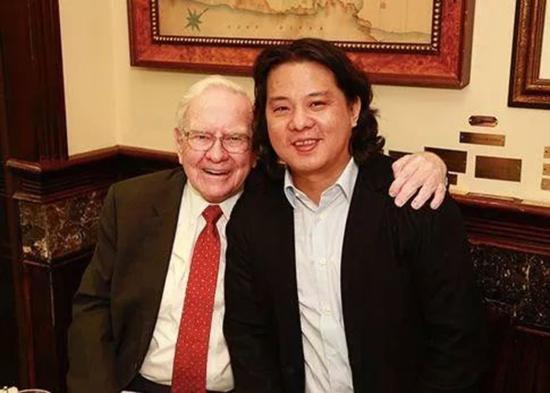 2015年,天神娱乐董事长朱晔以234.57万美元拍下巴菲特午餐。