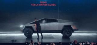 特斯拉发布电皮卡现场特斯拉电皮卡玻璃翻车