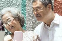 中国近2亿老人未接触过网络 老年人每天花4小时上网